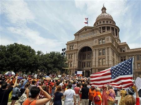 The special second session called by Gov. Perry to plough through SB5 was killed after only 30 minutes of pressure building from the throng of protesters gathering in Austin – I don't see how the Texas Senate can continue to refer to the protesters as a handful of trouble-makers, can you?